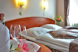 hotel-room-1261900_1920 Cuenta atrás (II) - hotel room 1261900 1920 300x200 - Cuenta atrás (II)
