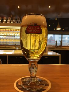 - bar f C3 A1brica 225x300 - Visita a la fábrica de cerveza Stella Artois