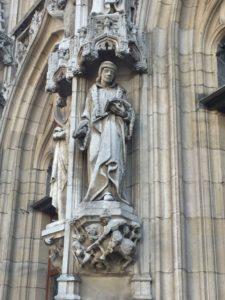 [object object] - estatuas 2 225x300 - El ayuntamiento, el orgullo de Lovaina (I)