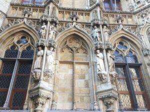 [object object] - estatuas 300x225 - El ayuntamiento, el orgullo de Lovaina (I)