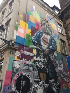 - grafiti  225x300 - Visita a Bruselas (II)- Manneken Pis
