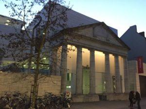 - m museum arquitectura exterior 300x225 - M-Museum Leuven