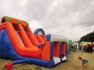Atracción infantil, castillo hinchable en la playa. Festival en familia: Afro Latino Festival 2015 - Zona Infantil 3 300x225 - Festival en familia: Afro Latino Festival 2015