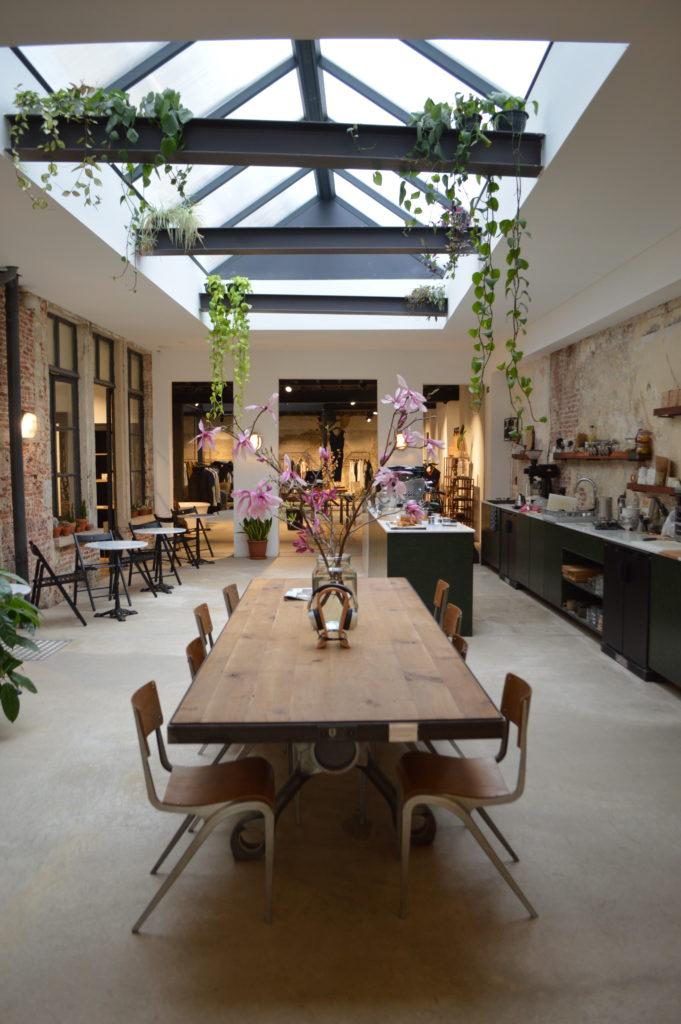 café, diseño y arte en amberes - DSC 0040 e1501423181858 681x1024 - Café, diseño y arte en Amberes