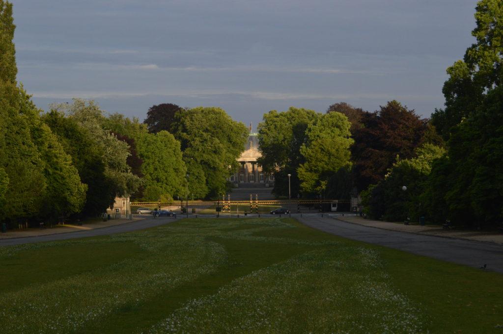 Vista del Palacio Real desde el monumento a Leopoldo I en el Parc de Laeken