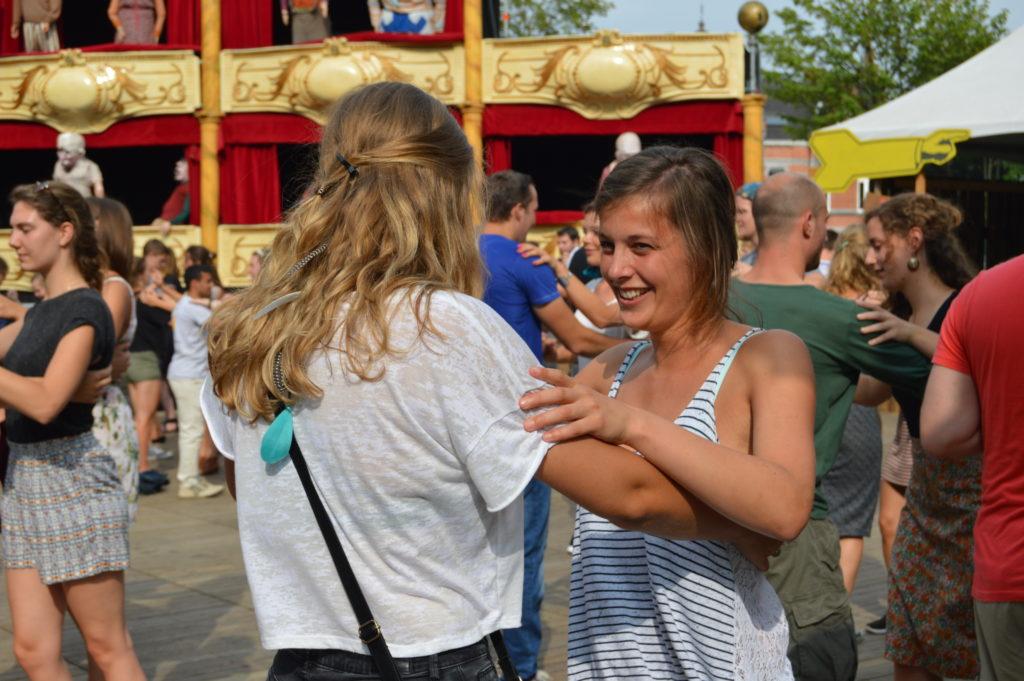 La alegría se respira en todos los rincones de Gante, bailando en la plaza principal. ¡no te pierdas las fiestas de gante (gentsefeesten)! - DSC 1097 1024x681 - ¡No te pierdas las Fiestas de Gante (Gentsefeesten)!