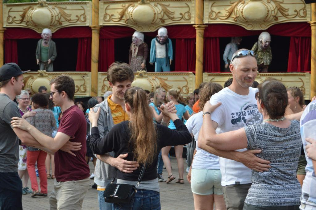 Clases de baile en una de las plazas principales de la ciudad ¡no te pierdas las fiestas de gante (gentsefeesten)! - DSC 1103 1024x681 - ¡No te pierdas las Fiestas de Gante (Gentsefeesten)!