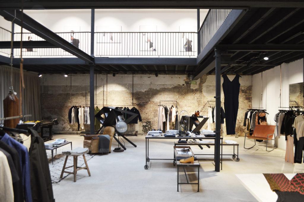 Tienda diseño café, diseño y arte en amberes - QQQ 1 1024x681 - Café, diseño y arte en Amberes