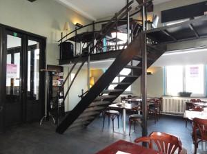 Ruta temática: Bares de ambiente en Gante - casa rosa interior2 300x224 - Ruta temática: Bares de ambiente en Gante