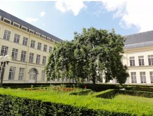 Facultad de Ciencias de la comunicación, Gante - facu jardin 300x227 - Facultad de Ciencias de la comunicación, Gante